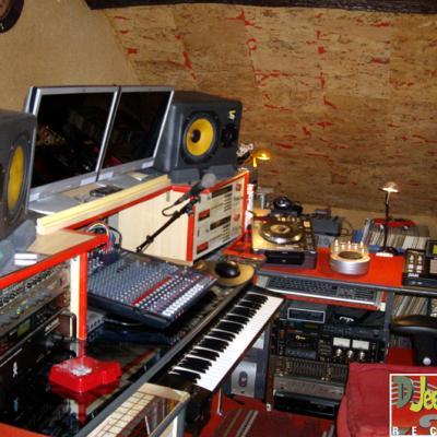 LE HOME STUDIO