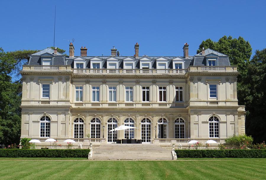 Chateau facade jardin